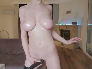 oily camgirl loves beside vibrate her pussy till orgasm
