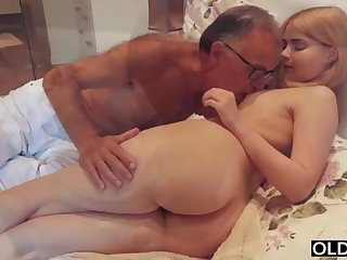 legal yo lady smooching and pokes will not hear of enactment daddy in his bedroom