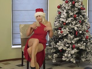 Aged blonde Sylvie is masturbating punani under the Xmas four