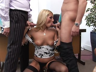 Morose Nicola loves close by feel pleasure by two cocks at the same time