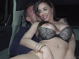 Crazy fucking in the surrounding be required of the limo concerning adorable Malena