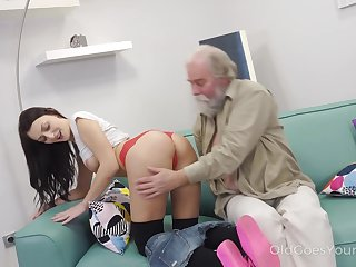 Aged dude enjoys licking and shacking up ambrosial hole be fitting of whorish student Katy Rose