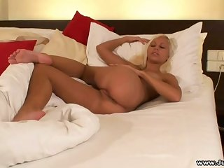Solo blonde babe Kristi N moans while fingering their way wet pussy